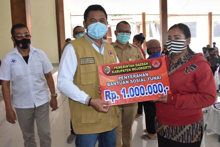 293 orang pelaku usaha pariwisata di Mojokerto terima BST