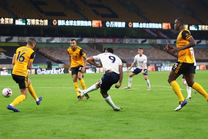 Manchester City mengawali musim baru dengan kemenangan meyakinkan 3-1 atas Wolves