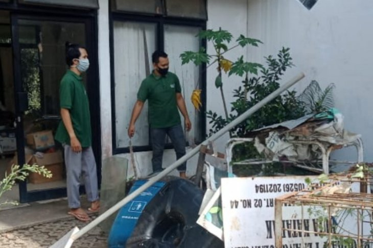 On World Cleanup Day 2020, Tabalong-YABN clean and sort waste