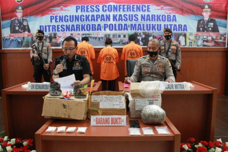 Terdakwa kurir narkoba jenis sabu-sabu 10 kilogram dan 30.566 butir ekstasi di vonis hukuman mati