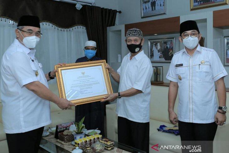 Jelang berakhirnya Baznas periode 2015-2020, Bupati HSS serahkan piagam penghargaan