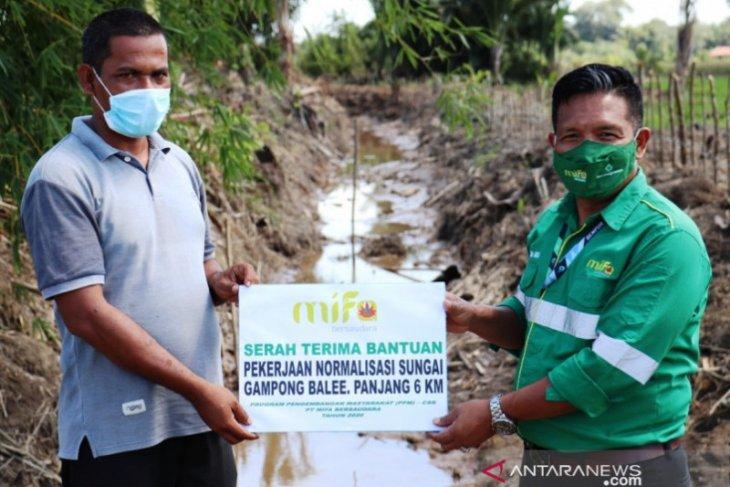 PT Mifa Bersaudara bersihkan sungai sepanjang 6 km untuk pertanian