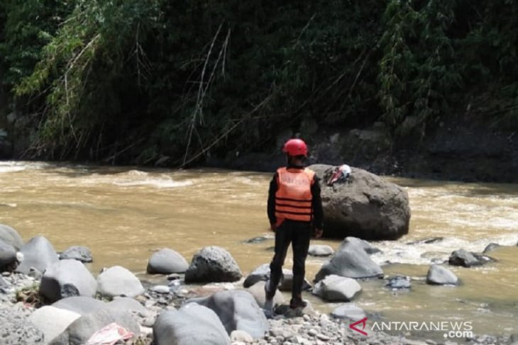 Pencarian korban hilang terseret arus banjir bandang di Sukabumi ditunda