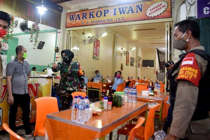 Satgas gelar razia masker di pusat kuliner di Kota  Medan