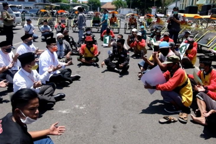 Puluhan tukang becak doakan Gus Ipul-Mas Adi menang Pilkada Kota Pasuruan
