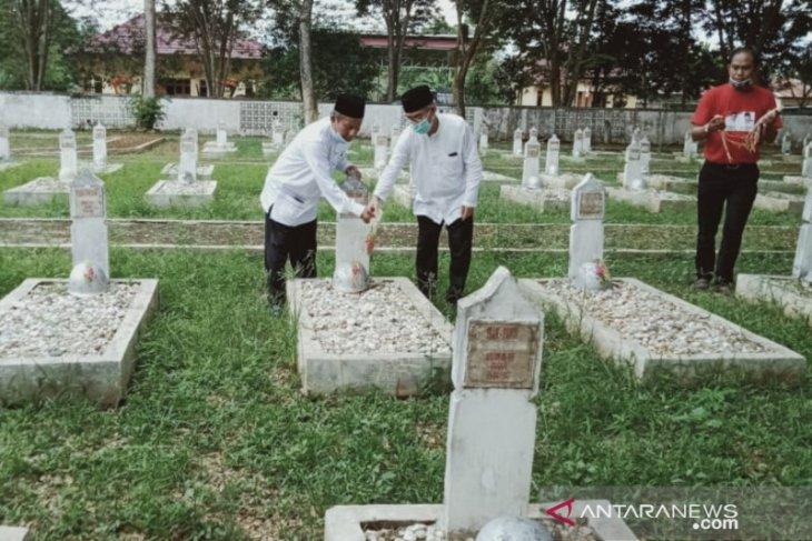 Mendapat nomor urut dua, Paslon TAMPIL langsung ziarah ke makam pahlawan