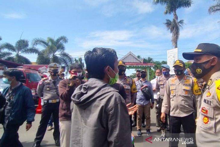 Seratusan supir truk batu bara di Bengkulu demo tuntut upah