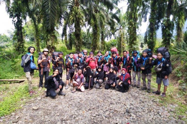 Ekspedisi Mapala UIN Jambi pendakian perdana di Gunung Talamau
