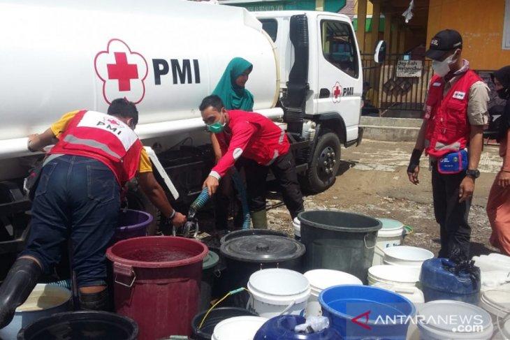 PMI distribusikan ribuan liter air bersih untuk korban banjir bandang Sukabumi