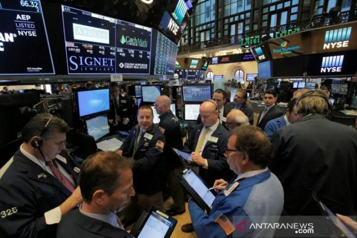 Wall Street berakhir menguat saat pembicaraan stimulus berlanjut