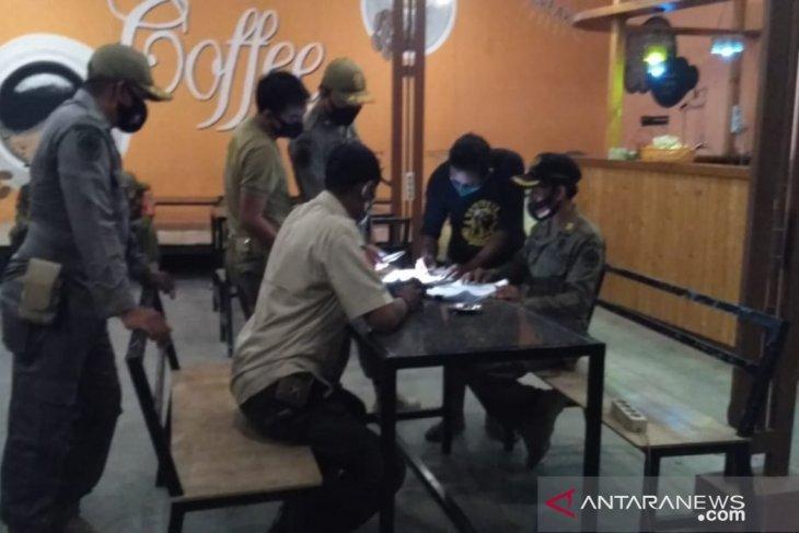 Pamekasan beri sanksi pemilik kafe tak taat protokol kesehatan