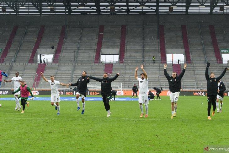 Klasemen Liga Jerman, Augsburg untuk sementara nyaman di puncak