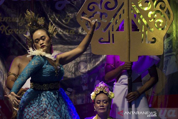 Pertunjukan kesenian Sunda di Karawang