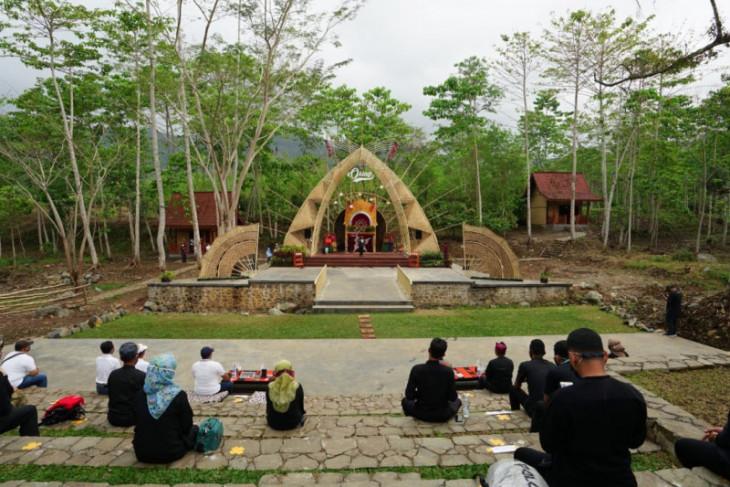 Amfiteater Osing lengkapi sarana wisata alam di kawasan Glenbaru Banyuwangi