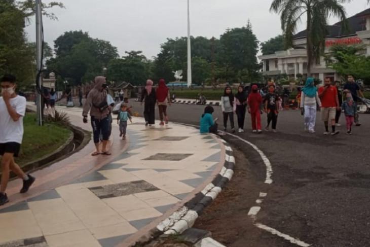 Senam di halaman Kantor Gubernur Jambi berhenti sementara karena corona