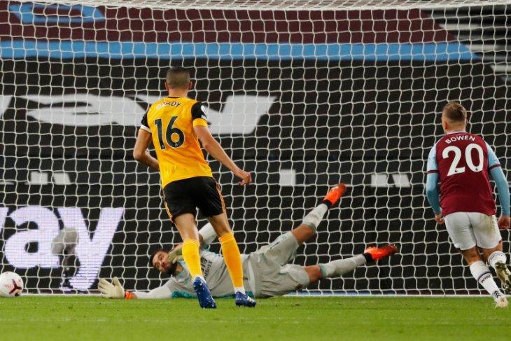 West Ham menghancurkan Wolves 4-0