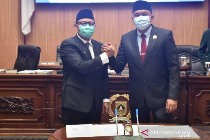 Sempat jabat tangan Ketua DPRD Bogor, Wabup dinyatakan negatif COVID-19