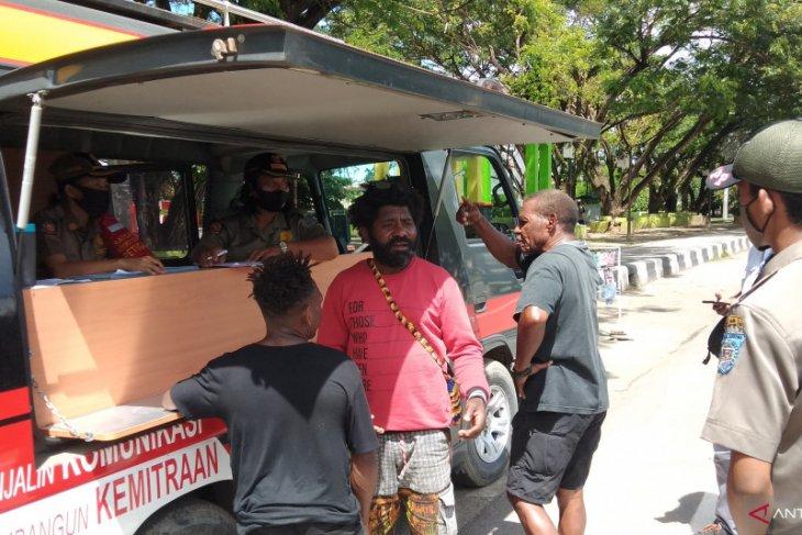 51 warga kota Sorong diberikan sanksi akibat tidak pakai masker