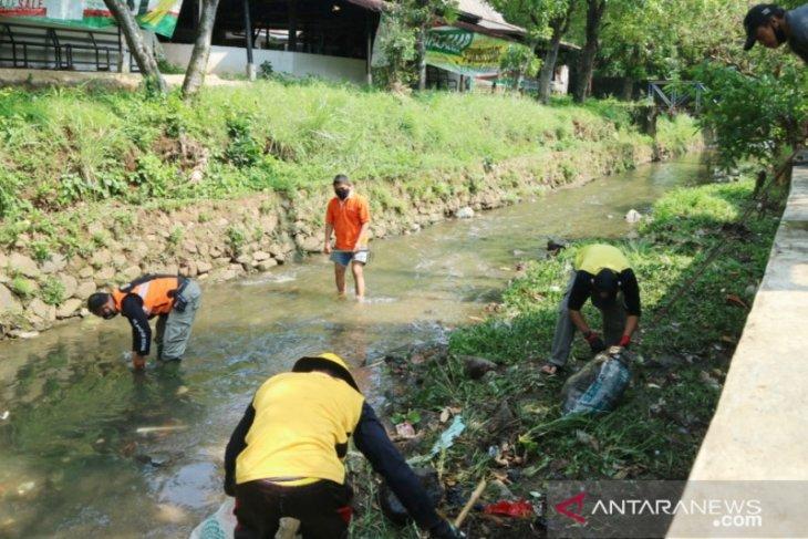 Warga Bogor-OCBD normalisasi Sungai Ciparigi