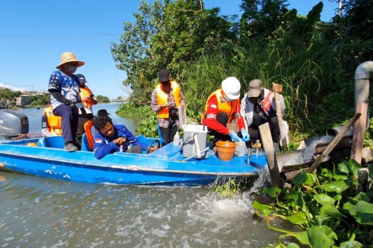 Susuri Kali Surabaya, Jasa Tirta I dan Tim Patroli Air temukan buangan limbah lima industri