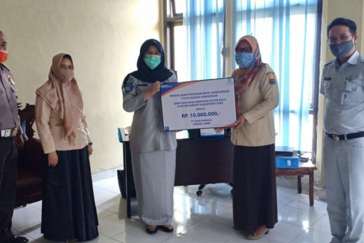 Jasa Raharja salurkan bantuan untuk renovasi pojok baca kantor Samsat Tebo