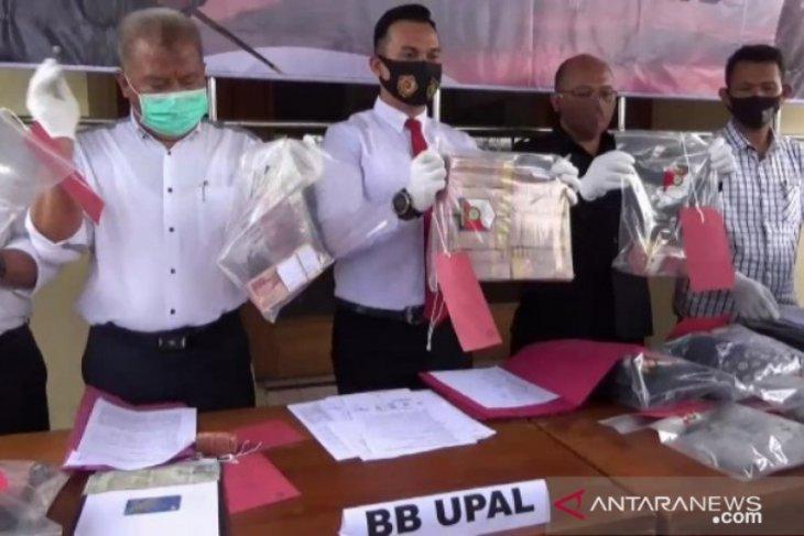Polres Ngawi ringkus tiga pengedar uang palsu, salah satunya mantan Kadisdik Madiun