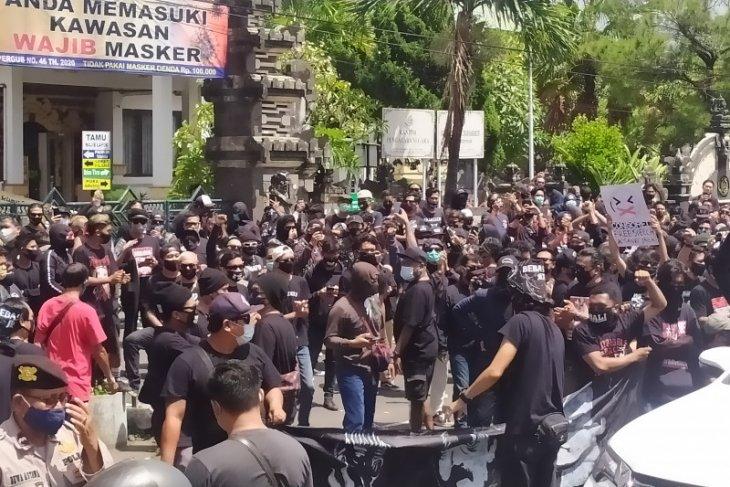 Polisi periksa penanggung jawab dari aksi tuntut