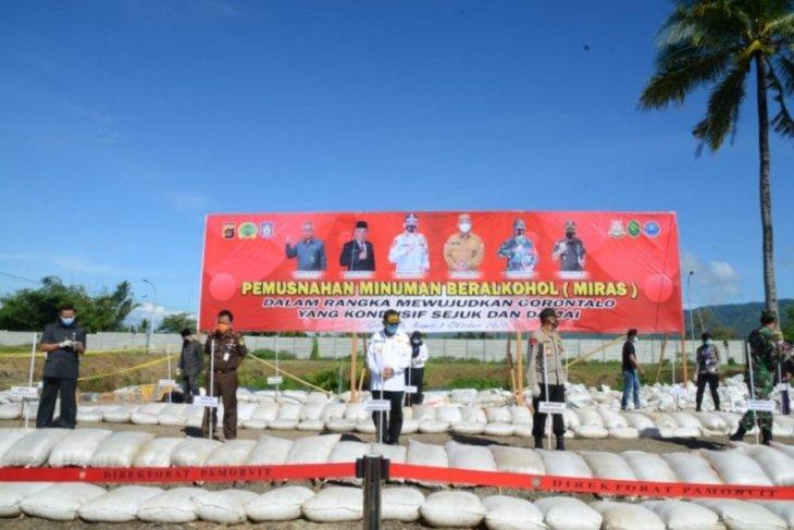 33.342 liter miras hasil sitaan dimusnahkan di Gorontalo