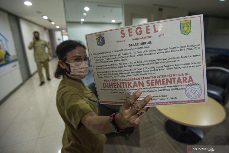 Bergelut cegah klaster baru di Jakarta