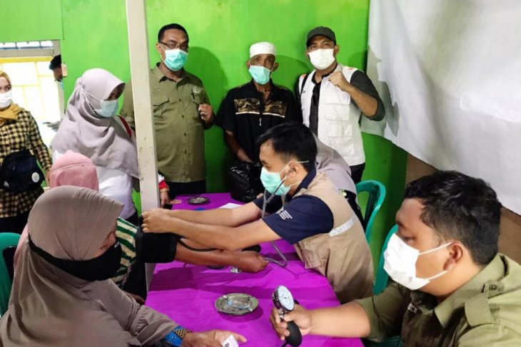 Ratusan warga terdampak banjir di pesisir Kapuas dapat pengobatan gratis