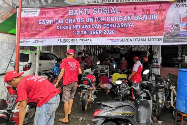 Pertamina berikan ganti oli gratis bagi  warga terdampak banjir
