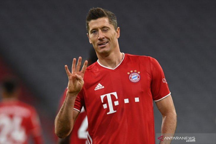 Lewandowski mengukir caturgol saat Bayern Munich menang 4-3 atas Hertha