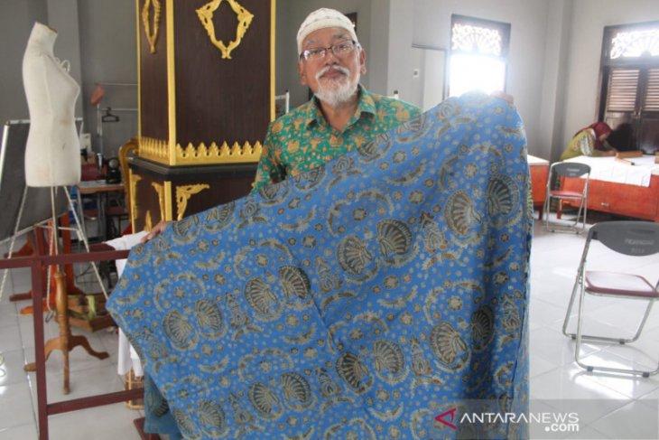 Sosok Zainul Bahri abdikan ilmu untuk melestarikan batik Jambi