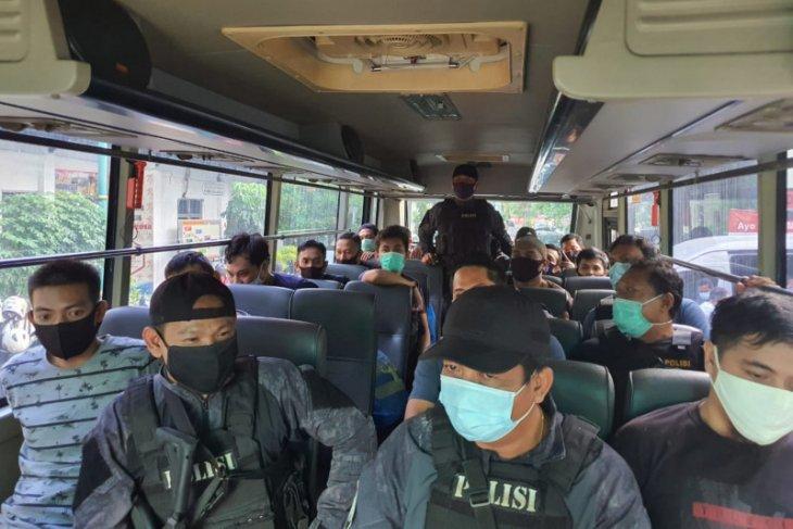 Polri serahkan 13 tersangka narkoba jaringan Iran ke Kejaksaan