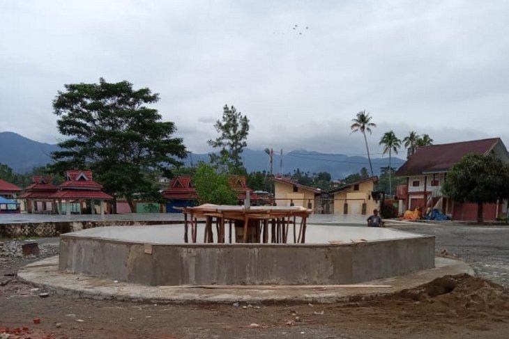 Air mancur tengah dibangun di bundaran  kawasan  Danau Kerinci