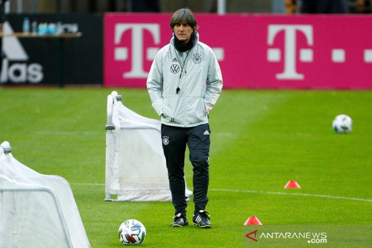 Pelatih timnas Jerman Joachim Loew serukan pentingnya rotasi musim ini