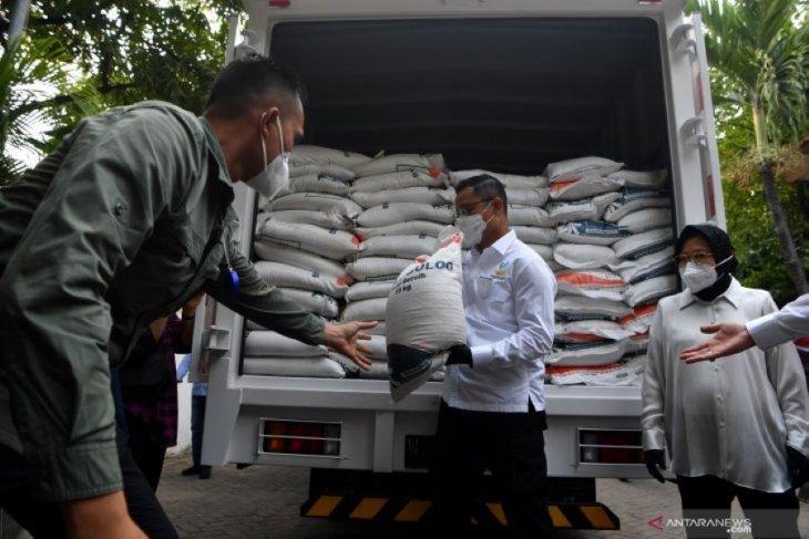 Menteri Sosial saksikan pencairan BST dan distribusi BSB di Surabaya
