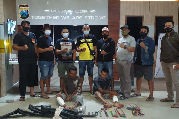 Polisi tembak kaki dua pelaku pencurian kabel listrik di Kediri
