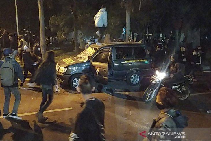 Polda Jawa Barat selidiki perusakan mobil polisi buntut aksi rusuh di Bandung