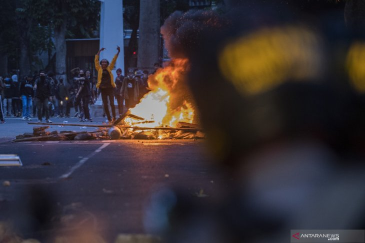 Perusuh pada aksi massa di Gedung DPRD Jabar bukan dari elemen mahasiswa atau buruh