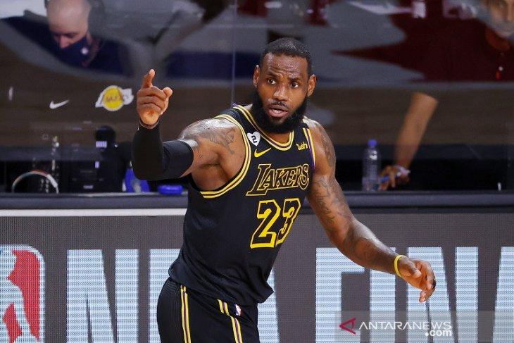 Los Angeles Lakers pakai jersey edisi Kobe Bryant di gim kelima final NBA
