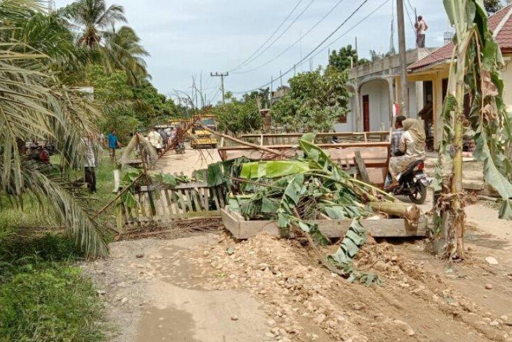 Warga blokir jalan di Aceh Utara, ini alasannya