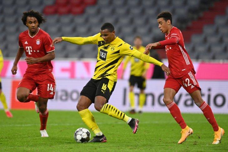 Liga Jerman - Bek Borussia  Dortmund Akanji positif COVID-19