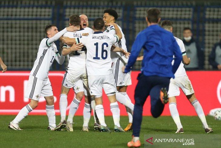 Irlandia Utara, Slowakia butuh adu penalti ke final playoff EURO jalur B