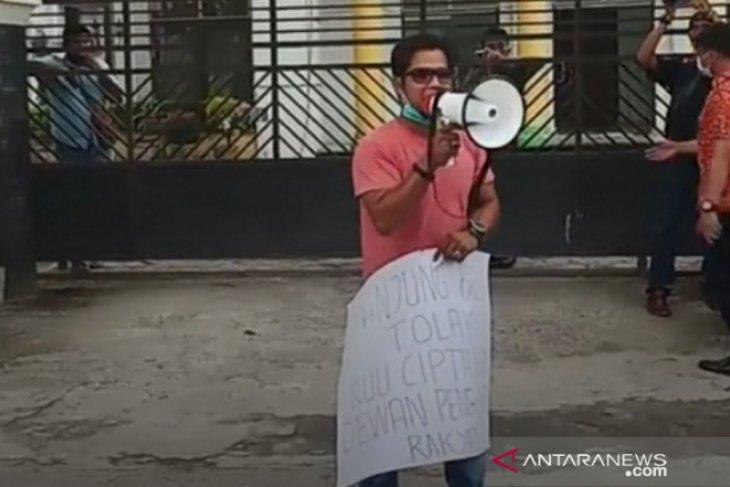 Mantan Ketua HMI aksi tunggal di Tanjungbalai tolak RUU Ciptaker