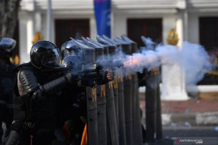 Demo ricuh, Pemprov Jatim minta polisi cari dalang perusakan