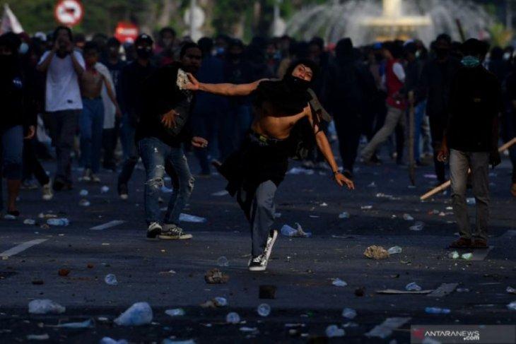 Polisi amankan 634 pelaku kerusuhan aksi tolak UU Cipta Kerja di Surabaya dan Malang