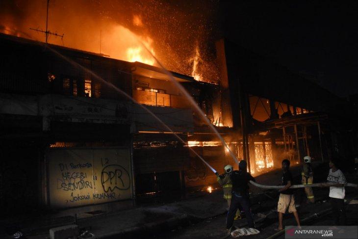 Rumah warga Pisangan Lama Jakarta terbakar