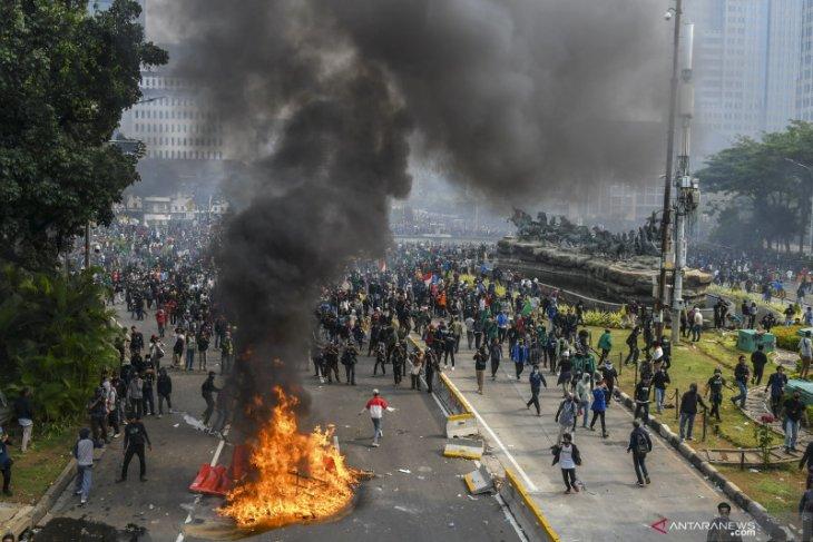 Polisi temukan perusuh bayaran tunggangi demo tolak UU Cipta Kerja