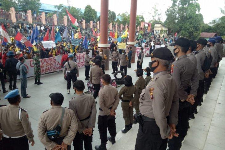 DPRD Sintang - Aliansi mahasiswa sepakat tolak UU Cipta Kerja